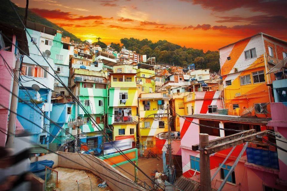 Мир вокруг: цветные дома