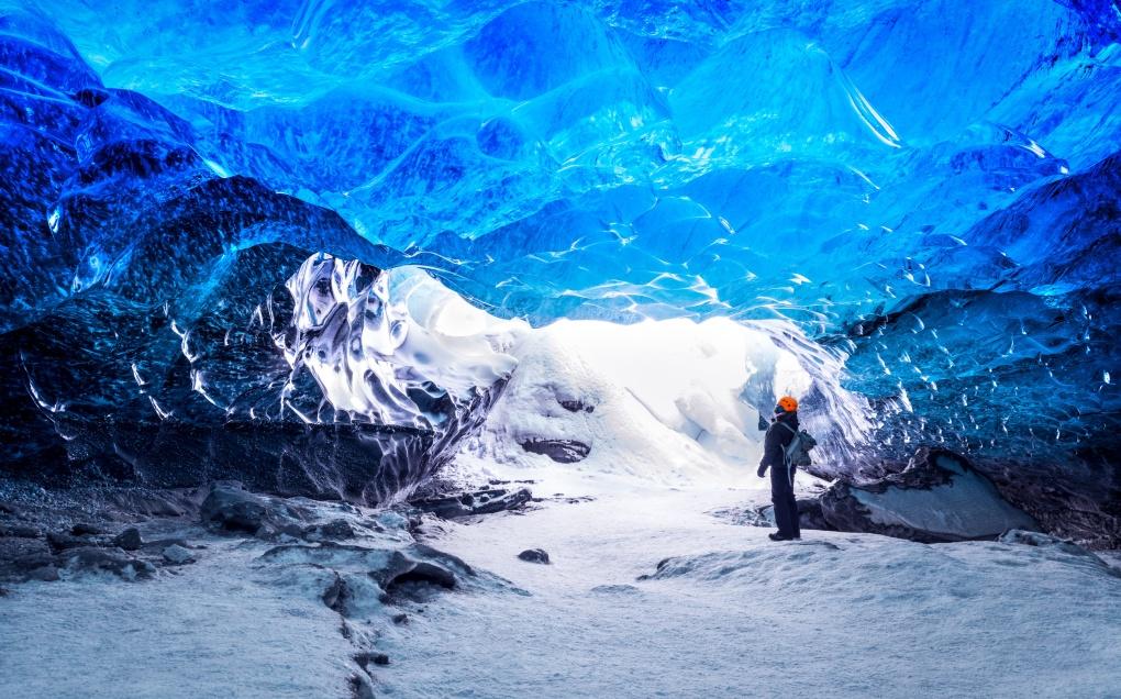 Невероятная пещера ледника в Исландии